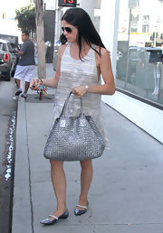 Selma Blair's silver woven shoulder bag added a textured touch to her outfit.