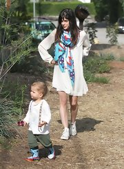 Selma Blair chose a red, white, and blue patterned scarf to add some color to her white frock.