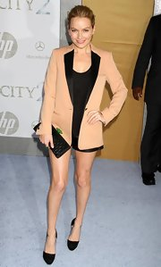 Becki Newton showed off her sleek side in a peach and black blazer that was perfect for her black shorts.