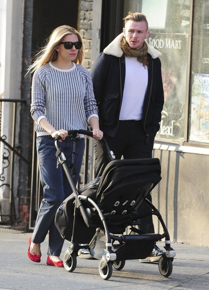 More Pics of Sienna Miller Square Sunglasses (7 of 7) - Sienna Miller Lookbook - StyleBistro
