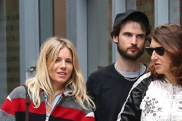Sienna Miller Tom Sturridge Sienna Miller and Tom Sturridge Have Lunch in New York's West Village