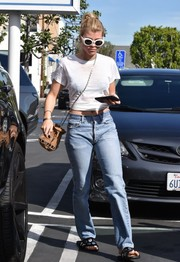 Sofia Richie sealed off her look with a tan suede bucket bag by Tomasini.