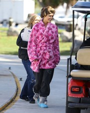 Nina Agdal was spotted on the 'Entourage' set rocking a frumpy pink robe.