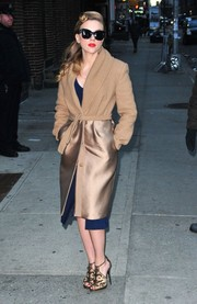 Scarlett Johansson went for total elegance, pairing embellished bronze evening sandals with her coat.
