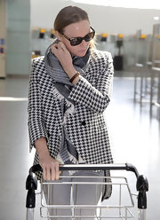 We love Stella McCartney's herringbone blazer she wore to the airport.