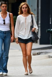 Suki Waterhouse chose a pair of denim shorts to team with her top.
