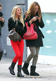 Tara Reid was right on trend in a pair of red skinny jeans and black boots.