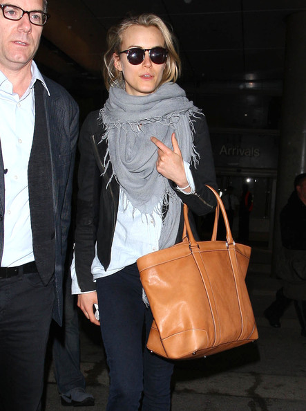 More Pics of Taylor Schilling Oversized Tote  (1 of 19) - Oversized Bags Lookbook - StyleBistro []
