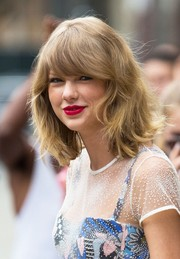 Taylor Swift brightened up her look with a striking berry lip color.