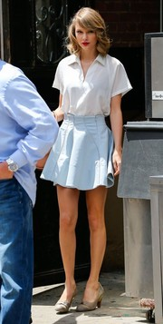 Taylor Swift dressed up her simple top with a cute pastel-blue mini skirt.