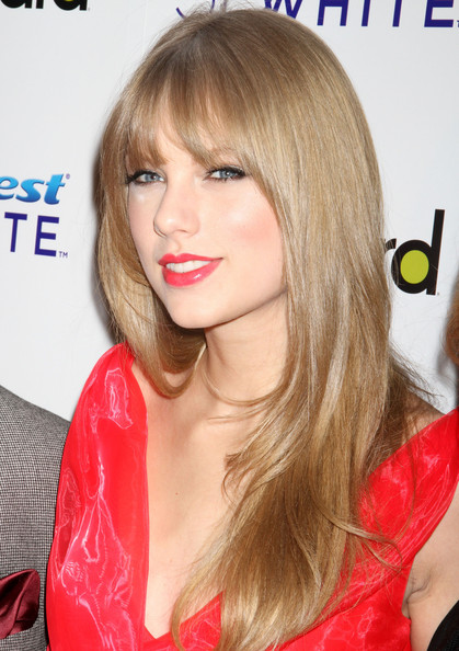 Taylor Swift Long Straight Cut with Bangs []