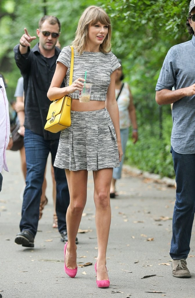 Taylor Swift Out For A Stroll In Central Park