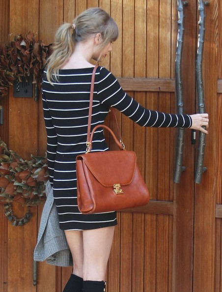 More Pics of Taylor Swift Leather Shoulder Bag (5 of 6) - Taylor Swift Lookbook - StyleBistro