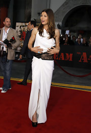 Jessica completed her white and black lace gown with satin, peep-toe platform pumps.