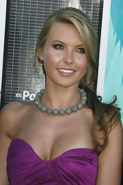 Audrina's chocker necklace was an unexpected delight when paired with her strapless deep purple Zuhair Murad dress.