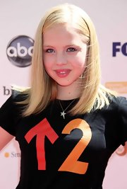 Sofia Vassilieva wore a cute star pendant necklace around her neck.