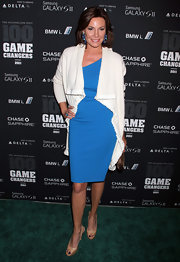 The addition of this white flowing cardigan gave LuAnn's electric blue frock a luxe laid-back vibe.