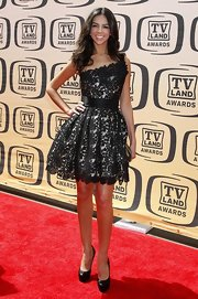 Terri Seymour shined in a champagne strapless dress with a trendy black lace overlay.