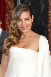 Elsa Pataky swept her long waves across her shoulder for the premiere of 'Thor.'