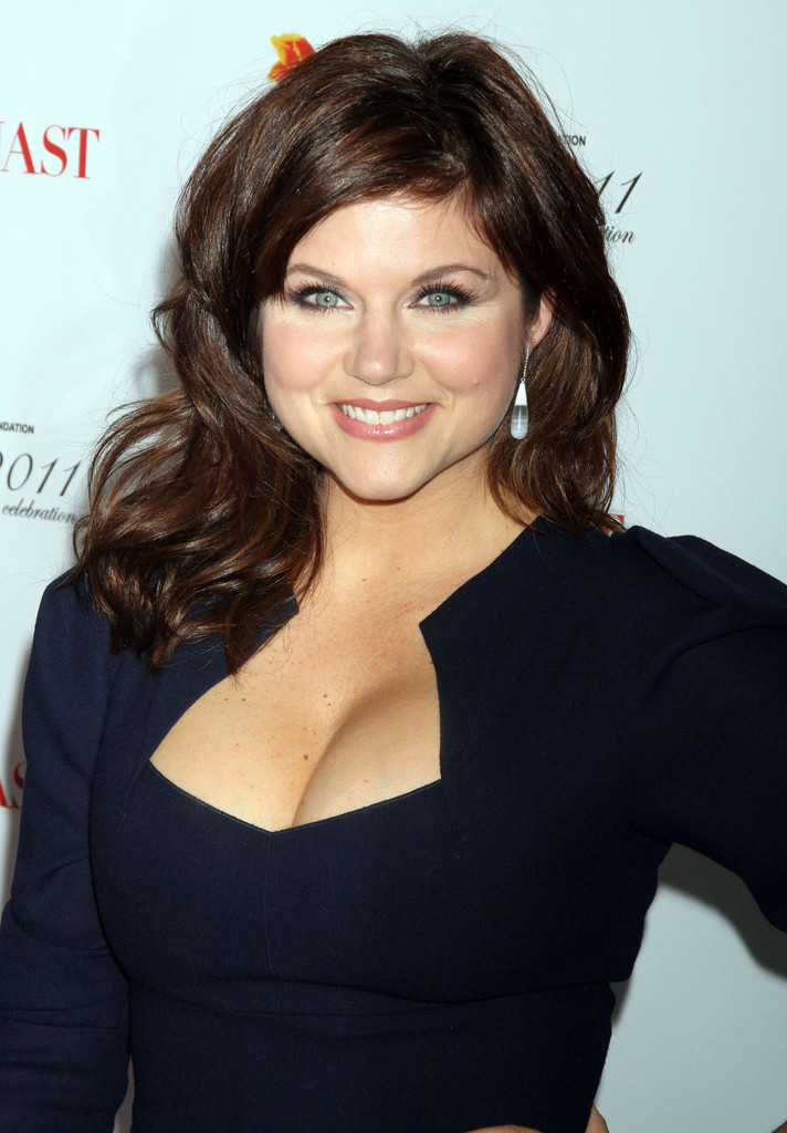 Tiffani Thiessen Medium Curls - Medium Curls Lookbook ...
