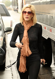 Tori wore a playful scarf with thick fringe while Christmas shopping in LA.