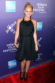 Hayden Panettiere accentuated her lovely red carpet look with a chrome chain covered black suede Latoya clutch.