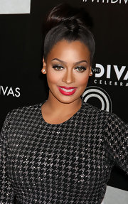 La La Vazquez arrived at VH1 Divas Celebrates Soul wearing vibrant hot pink lipstick with an ultra-shiny finish.