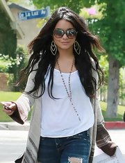 Vanessa showed off her boho style while out and about. She paired her sweater and jeans with dangling earrings.