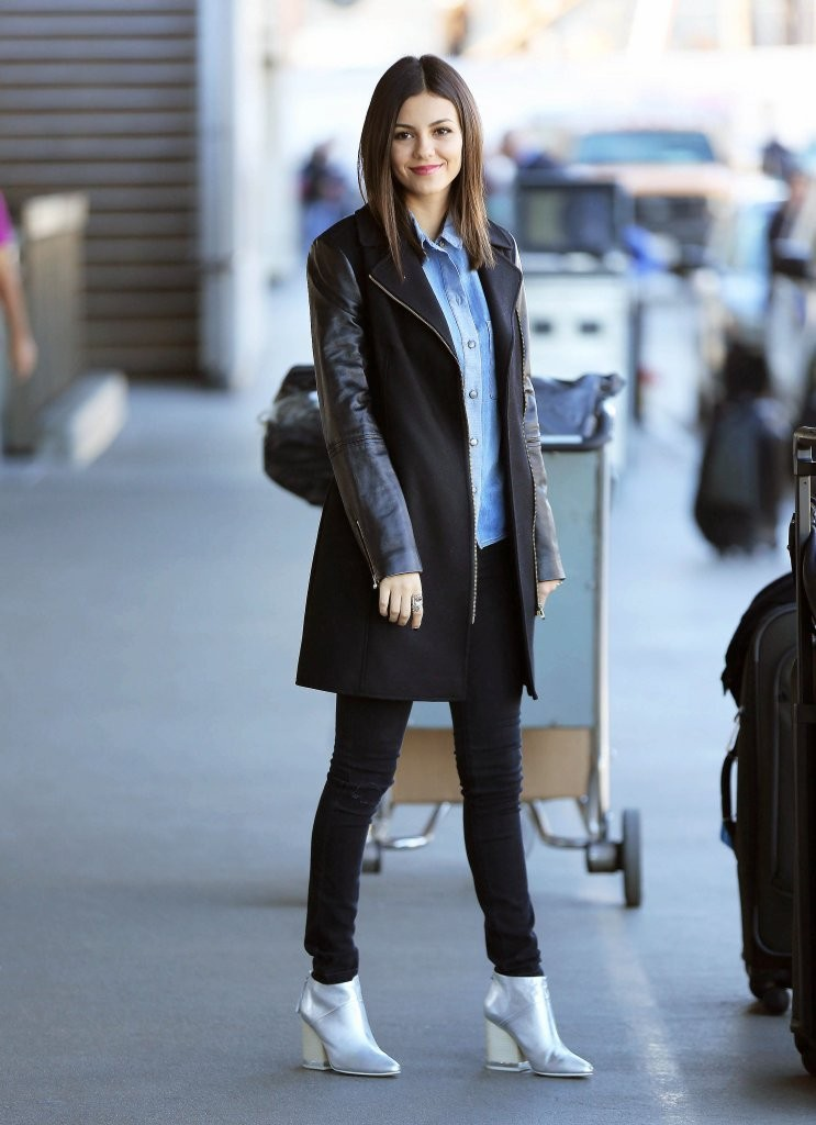 look of the day january 15th victoria justice 39 s airport outfit the best celebrity outfits of. Black Bedroom Furniture Sets. Home Design Ideas