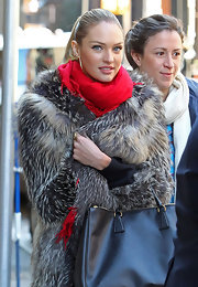 Candice Swanepoel looked festive with a scarlet Pashmina wrapped around her neck.