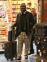 will.i.am toned down his normally wild look while flying. The singer sported casual plaid slacks in LAX.