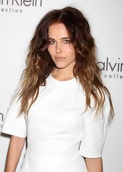 The actress rocked a bedhead look with barely there makeup. She is so stunning that this look actually worked on her!