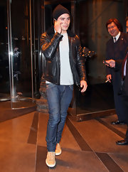 Zac Efron kept t hings basic in NYC in dark straight leg jeans and his favorite leather jacket.