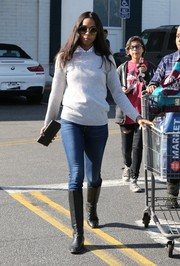 Zoe Saldana teamed her sweater with blue skinny jeans.