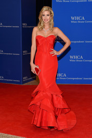 Ivanka Trump matched her lovely gown with an elegant red satin clutch.