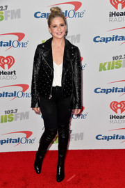 Sarah Michelle Gellar teamed a studded leather jacket with skinny jeans for 102.7 KIIS FM's Jingle Ball 2017.