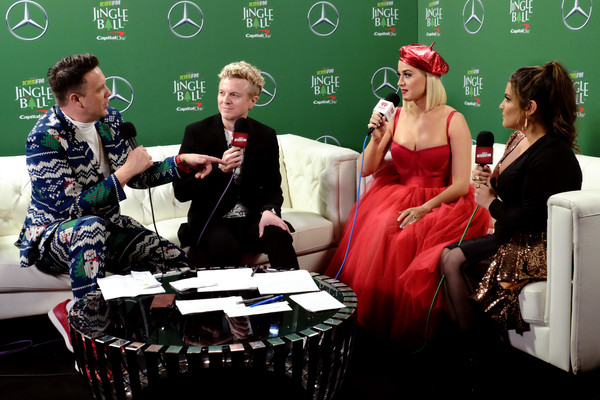 More Pics of Katy Perry Beret (4 of 20) - Casual Hats Lookbook - StyleBistro [green,event,performance,adaptation,stage,jojo wright,katy perry,jesse lozano,sisanie,commercial use,l-r,press room,forum,kiis fm,jingle ball]