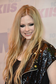 Avril Lavigne is still rocking her punk look with this heavy smoky eye!