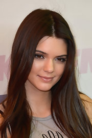 Kendall rocked a clear lipgloss that kept her lips shiny and fresh and her look young and radiant.