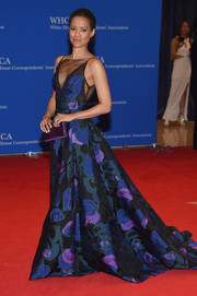 Gugu Mbatha-Raw complemented her dress with a purple satin clutch.