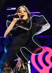 Hailee Steinfeld sported subtle nail art while performing at 106.1 KISS FM's Jingle Ball 2017.