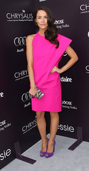 Abigail Spencer added a touch of shine to her colorful look with a metallic shell clutch.