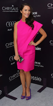 Abigail Spencer is right on trend in a hot pink asymmetrical cocktail dress for the Chrysalis Butterfly Ball.