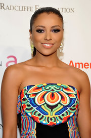 Kat Graham did a gorgeous smoky eye with lots of shimmering amethyst and violet shadows for the 10th Annual Elton John AIDS Foundation event.