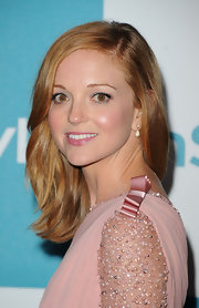 Jayma Mays paired her pretty pink frock with delicate drop crystal earrings.