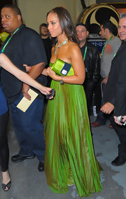 Alicia perfectly matched her lime green gemstone embellished clutch to her floor length lime colored dress. Although she looked stunning it was a little too matchy matchy for us.