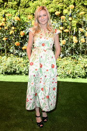 Kirsten Dunst completed her outfit with strappy black platforms.