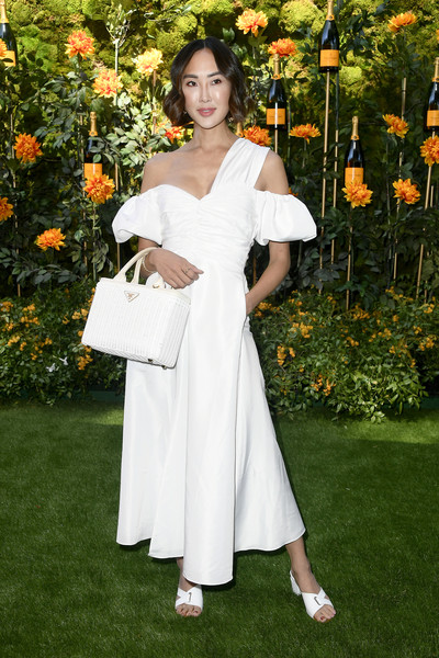More Pics of Chriselle Lim Short Wavy Cut (1 of 2) - Short Hairstyles Lookbook - StyleBistro [white,clothing,shoulder,dress,lady,beauty,joint,fashion,botany,gown,arrivals,chriselle lim,los angeles,pacific palisades,california,will rogers state historic park,veuve clicquot polo classic]