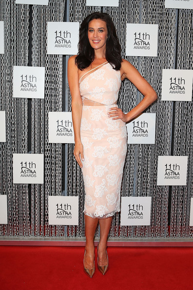 More Pics of Megan Gale Medium Wavy Cut (1 of 3) - Shoulder Length Hairstyles Lookbook - StyleBistro
