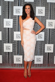 Megan Gale's peach and white lace one-shoulder dress featured modern design elements such as side cutouts but still retained classic romantic touches like a fitted pencil skirt.
